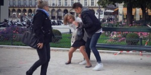 the-agression-paris-femme-camera-cachee